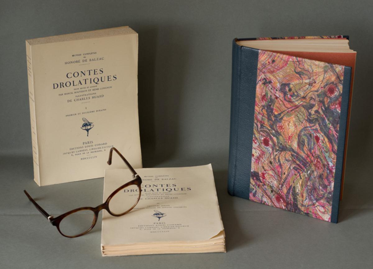 Trois livres et lunettes