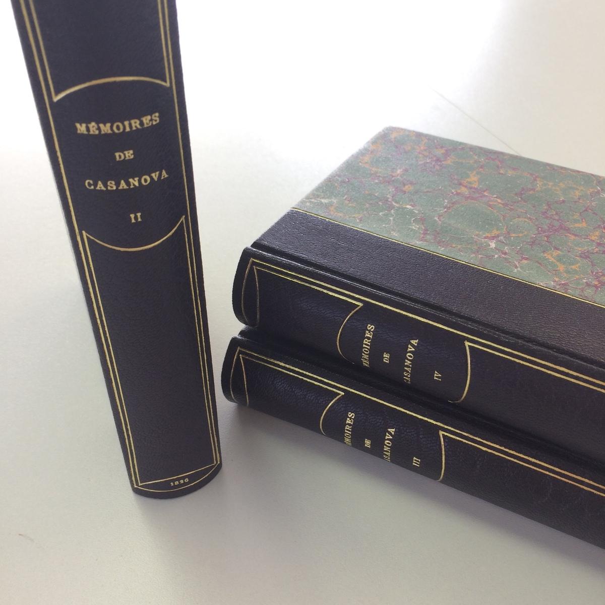 Mémoires de Casanova : bradel demi-cuir et papier marbré