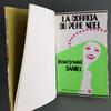 livre ouvert avec couverture femme verte