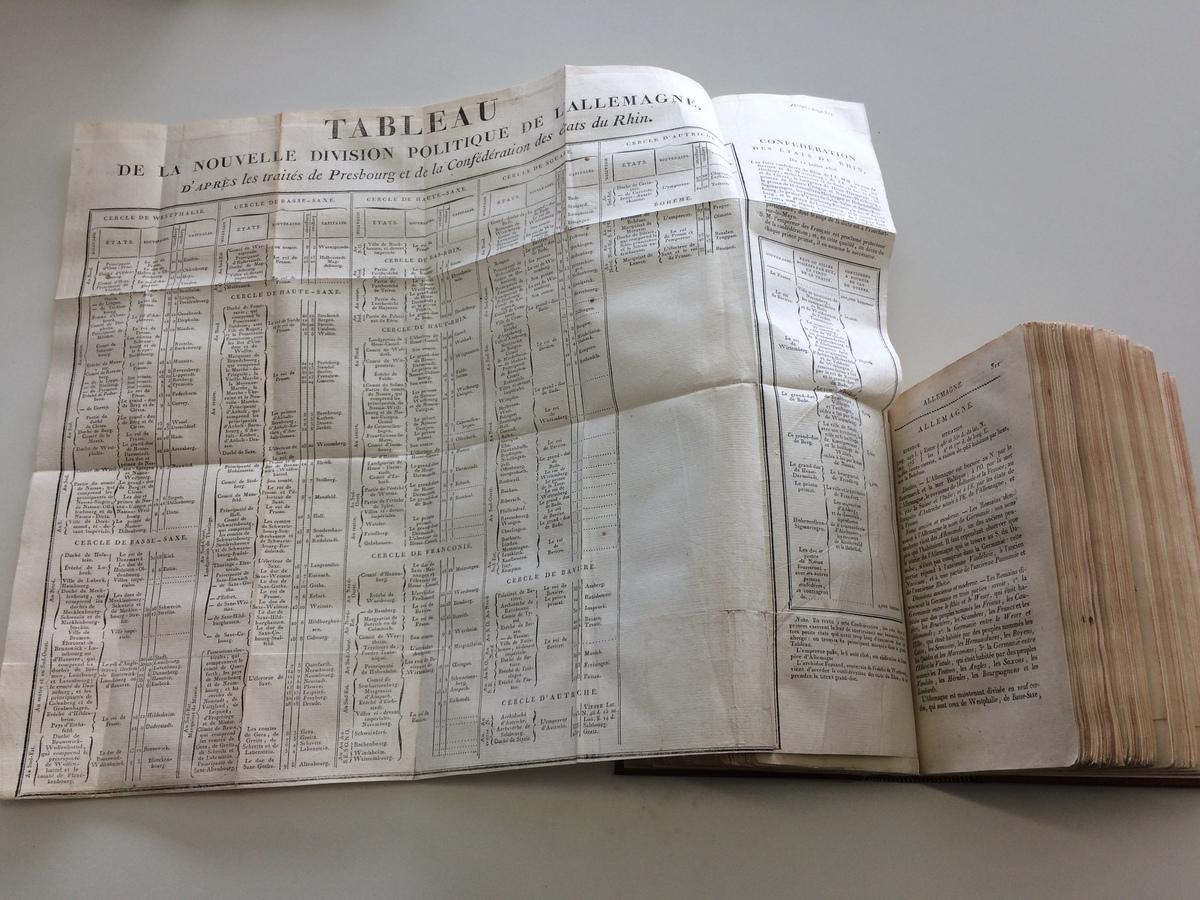 Carte ancienne en cours de restauration