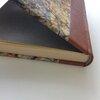 livre ouvert et papier marbré